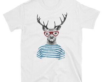 Reindeer wearing glasses - short sleeve unisex t-shirt