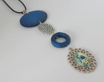 Original vertical necklace in silver, royal blue acrylic and cabochon flowers.