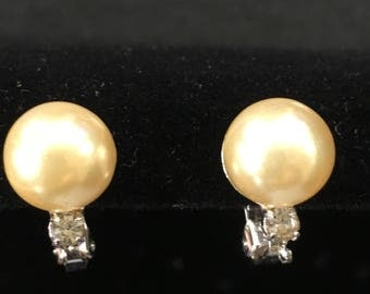 Vintage pearl and rhinestone style clip on earrings
