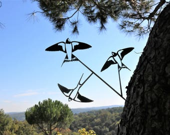 These metal corten swallows brighten and liven up your garden.