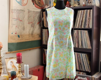 aqua 1960s scooter dress with pastel flower print by Kay Whitney, sleeveless floral dress . womens size large xl