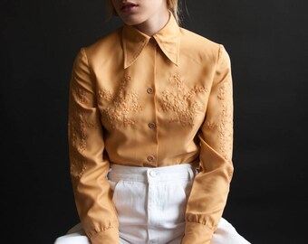 70s embroidered blouse / oversized collar blouse / floral shirt / s / 2527t / B18