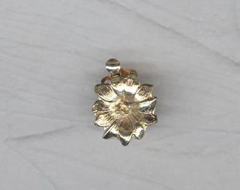 Charming Vintage 3 Strand Gold Metal Flower Clasp