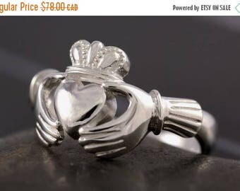 CLOSING SALE Claddagh ring in sterling silver - Size 7