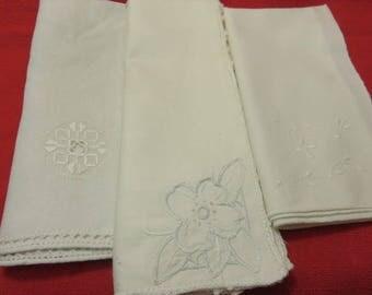 4 Vintage White Napkins Table Linens Bread Basket Linens