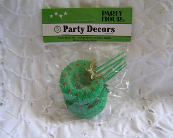Package of 5 Vintage Plastic Christmas Wreath Cupcake Picks Decorations NOS Crafts Crafting Cake