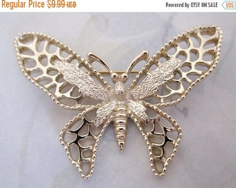 ON SALE- vintage signed Sarah Cov Coventry hallmark gold tone filigree butterfly brooch pin - j5878