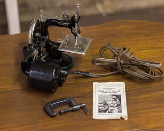 Vintage Singer No. 20-2 Electric Childs Sewing Machine 1930s