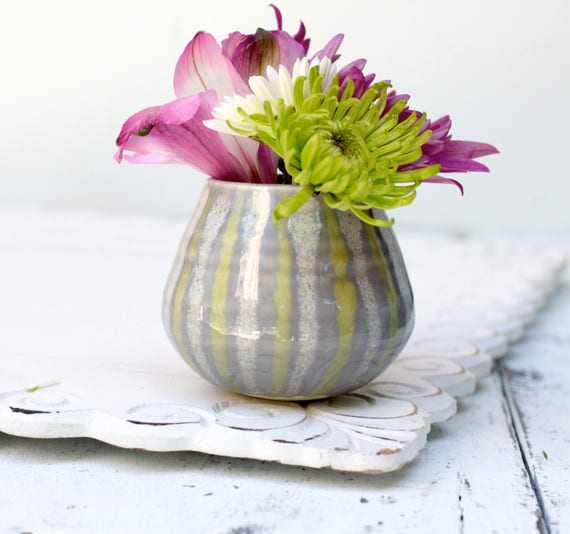 grey lined bud vase