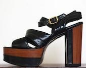 FOXY LADY Vintage 1970s Faux Wood Patent Leather Platform Sandals / Size 5