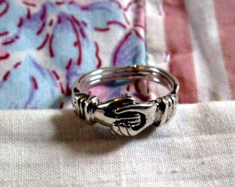 RING - Triple - Heart Inside of Clasping hands  - FEDE GIMMEL -  925 - Sterling Silver -- Vintage - 7 1/2 misc456
