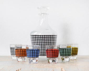 vintage houndstooth decanter and shot glasses set, mid century modern French cocktail set, colorful 60s barware