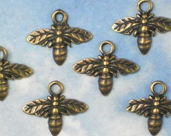 Sale BuLK 50 Honey BEE Charms Antiqued Bronze Tone 13mm x 15mm Bee Keeper Garden Charm  (P1427 -50)