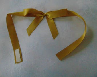 10 gold coloured peel and stick bows cards gift boxes scrapbook