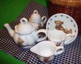 Wicker Picnic Basket Childs Complete Bear Tea Set / Never Used