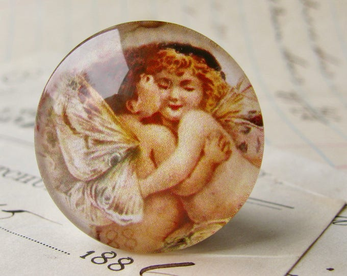 Pair of hugging angels, handmade glass cabochon, round 25mm cabochon, 1 inch circle, Victorian vintage, angel wing, bottle cap, illustration