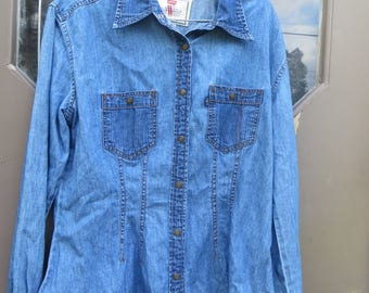 Vintage Levis WOMENS Denim Jean Tailored Shirt Blue Jeans Shirt Western Wear  Shirt Size Large