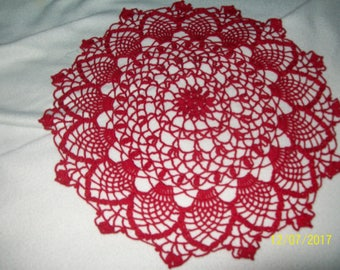 Round doily in red