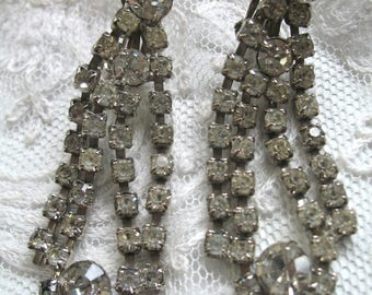 Vintage Dangle Rhinestone Earrings ~ Clip On ~ Crystal Rhinestones