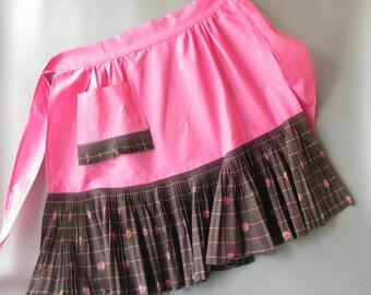 Vintage Print Apron, ruffle, pink. half, retro