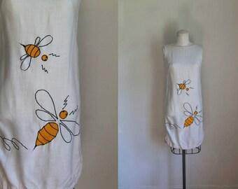 vintage 1960s sundress - BUZZING BEES novelty shift dress / xs-s
