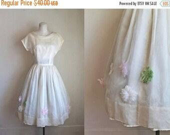 AWAY SALE 20% off vintage 1950s prom dress - SPRING Fiar 50s wedding dress / xs