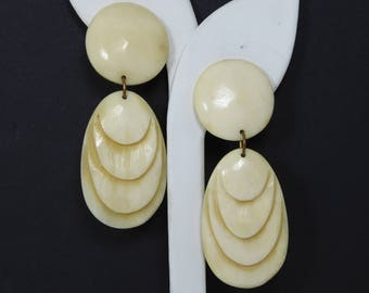 Creamy White Dangling Earrings - White Bone Clip On Earrings - BOHO Dangling Tear Drop - Graduated Design - Bone White - Vintage 1980s 1990s