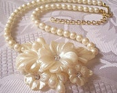 Avon Pearl Flower Necklace Gold Tone Vintage Pendant Choker 1991 Frosted Crystal Petals Adjustable Link Chain