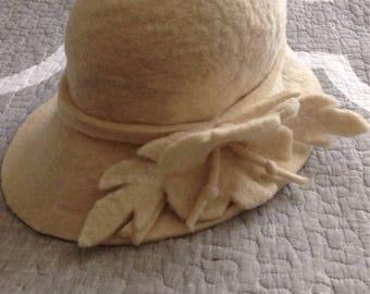 Ivory Felt Cloche Hat, 1930's