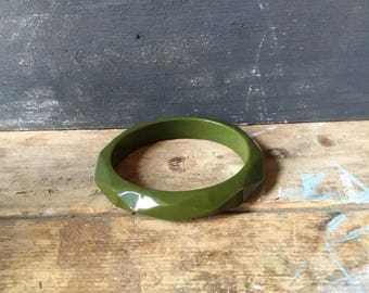 Vintage Faceted Bakelite chunky Bangle