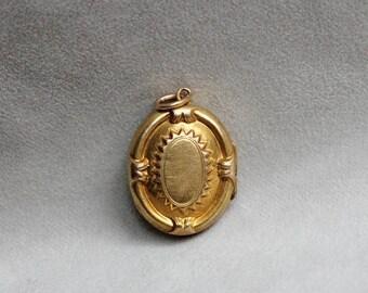 SUMMER SALE Victorian 14k Yellow Gold Locket, Vintage Locket, Antique Locket, Victorian Locket, Gold Locket
