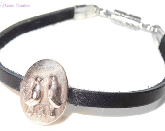 Bracelet in black leather and light romantic bronze, couple of birds in love, with luminous reliefs, artisan creation in paste