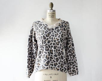 Vintage Angora Sweater S/M • Leopard Sweater • Vintage Knit Sweater • Fuzzy Sweater Vintage • V Neck Sweater • Leopard Top  | T1019