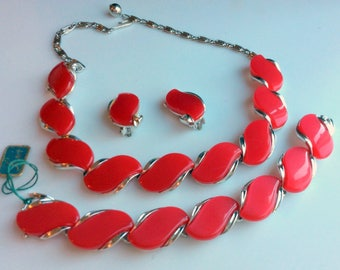 Classic Lisner Red Thermoset Necklace