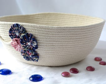 Pretty Yarn Bowl, Handmade Fiber Basket, Modern Clothesline Basket, Minimalist Bowl,  hand coiled natural rope basket
