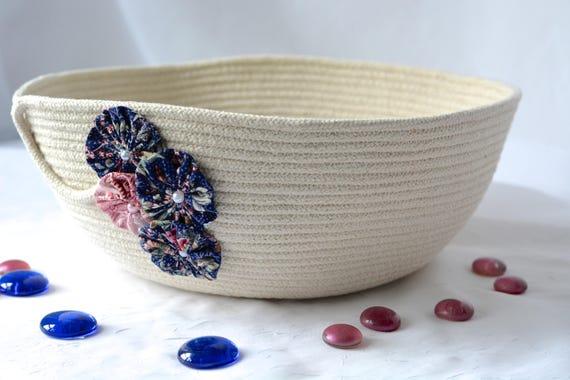 Pretty Yarn Bowl, Handmade Fiber Basket, Modern Clothesline Basket, Minimalist Bowl,  hand coiled natural rope basket