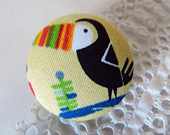 Button out of fabric, toucan, 1.25 in / 32 mm
