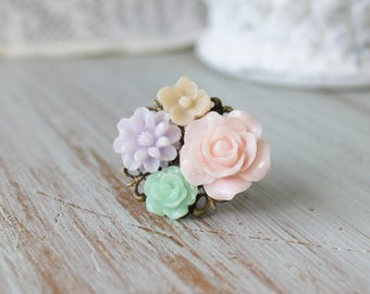 Flower Filigree Ring - Resin flower ring - Bridesmaid Jewelry - Vintage Bridesmaid Accessory - Gift for Bridesmaid - Lace Filigree Ring