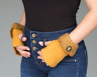 Felted wool gloves with button