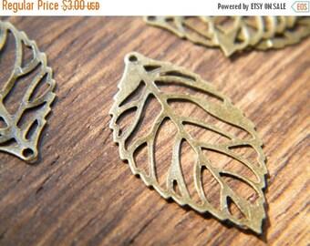 ON SALE 20 x Antiqued Bronze Leaves Vintage Filigree Brass Thin Leaf Pendants 23.5x14mm