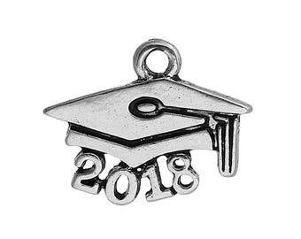 10 pcs 2018 Graduation Cap Charm Pendants, Class of 2018 graduation charm, graduation cap jewelry, tassel and mortar board, chs3305