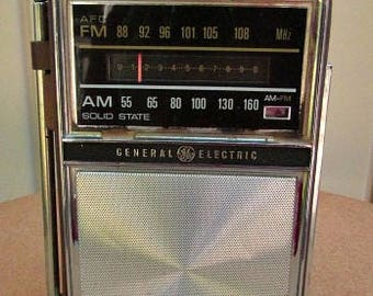 vintage 60s general electric 2 way power portable  radio  P977E  am fm electric or batteries