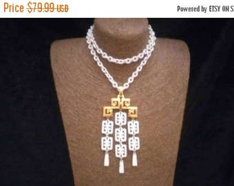 Now On Sale Trifari Statement Necklace - Vintage White & Gold Jewelry - 1960's 1970's - Mad Men Mod Era Accessories - Old Hollywood Glam