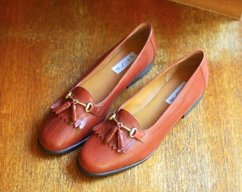 vintage shoes / brown leather tassel loafers / size 9 8.5