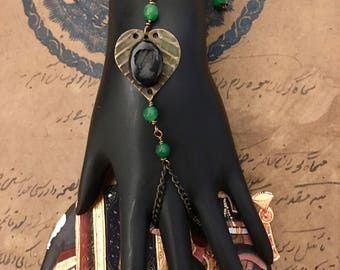 Vintage slave bracelet, chain finger bracelet, green bracelet, cameo bracelet, cameo, glass cameo, valentine gift for her