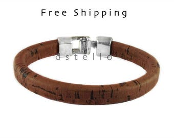 Spanish cork bracelet for men - eco friendly gifts ideas for him - Spanish cork around a leather core - Hammered clasp