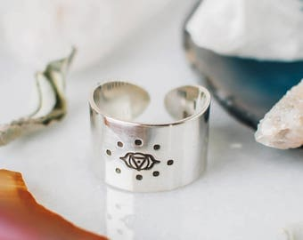 Third Eye Chakra ring with hidden affirmation in sterling silver, wide band chakra ring, spiritual ring, yoga gift for her, chakra jewelry