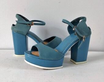 Vintage 1970s platform sandals, blue platforms size 6 - 6.5