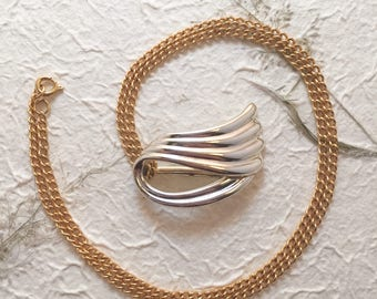 Vintage 1980s Gold Ribbon Pendant Necklace