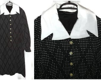 Vintage 1960s 70s Dress Mod Black White Diamond Pattern Textured Polyester Dress White Collar L chest to 40 inches